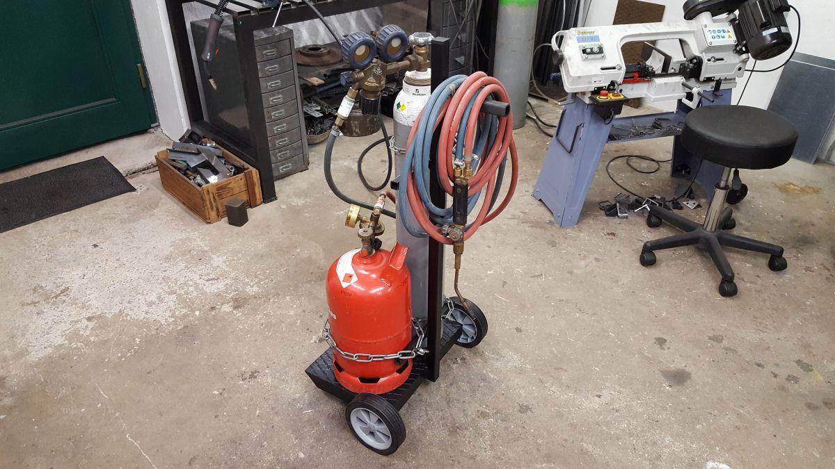 autogen-schweissbrenner-gasflaschen-wagen-flaschenwagen-propan-gasbrenner-0e61661e.jpeg
