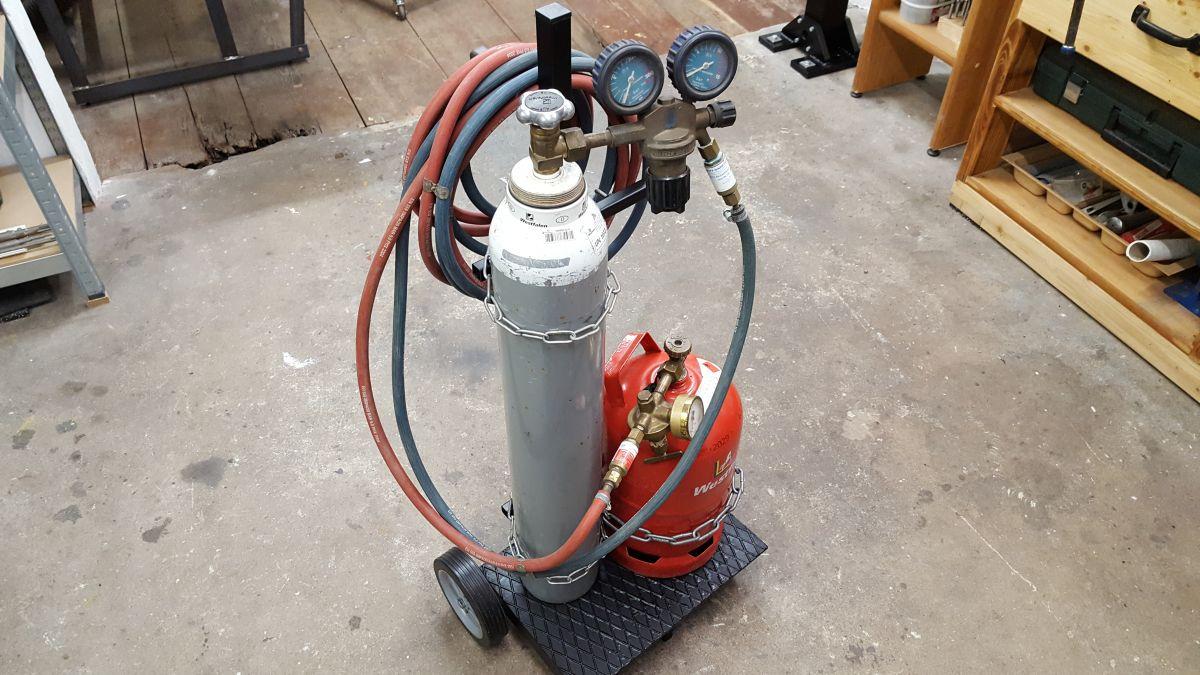 autogen-schweissbrenner-gasflaschen-wagen-gasflaschenwagen-brenner-propan-sauerstoff-5110531d.jpeg