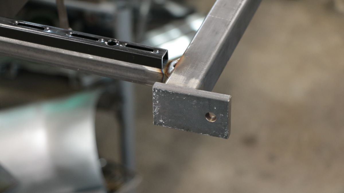 flexibles-fenster-regal-aus-stahl-regalschiene-traeger-b6b687dc.jpeg
