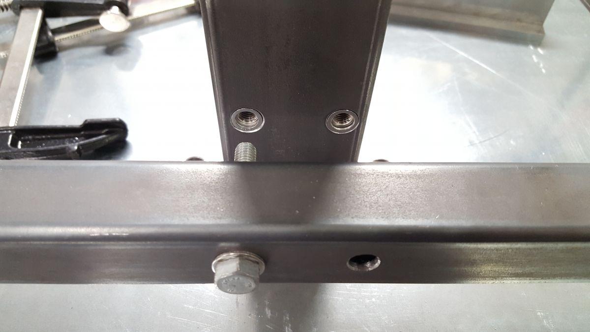 hoehenverstellbarer-schweissgeraetewagen-nietmuttern-verbindung-stahlrohr-9b083611.jpeg