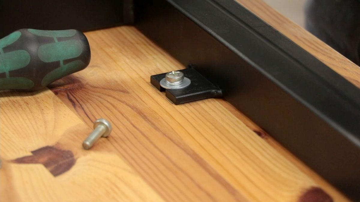 mobiler-montagetisch-fuer-die-werkstatt-tischplatte-verschraubung-gestell-c31fd149.jpeg