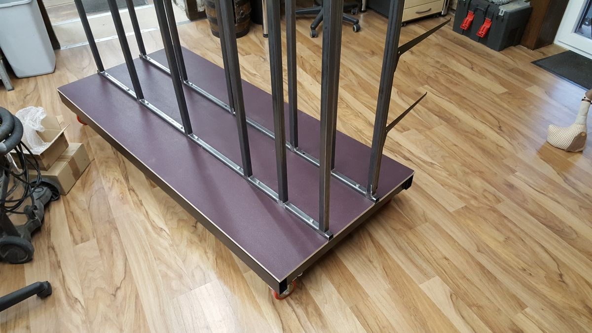 mobiles-materiallager-fuer-holz-metall-werkstatt-bodenplatten-siebdruckplatte-e5f5b779.jpeg