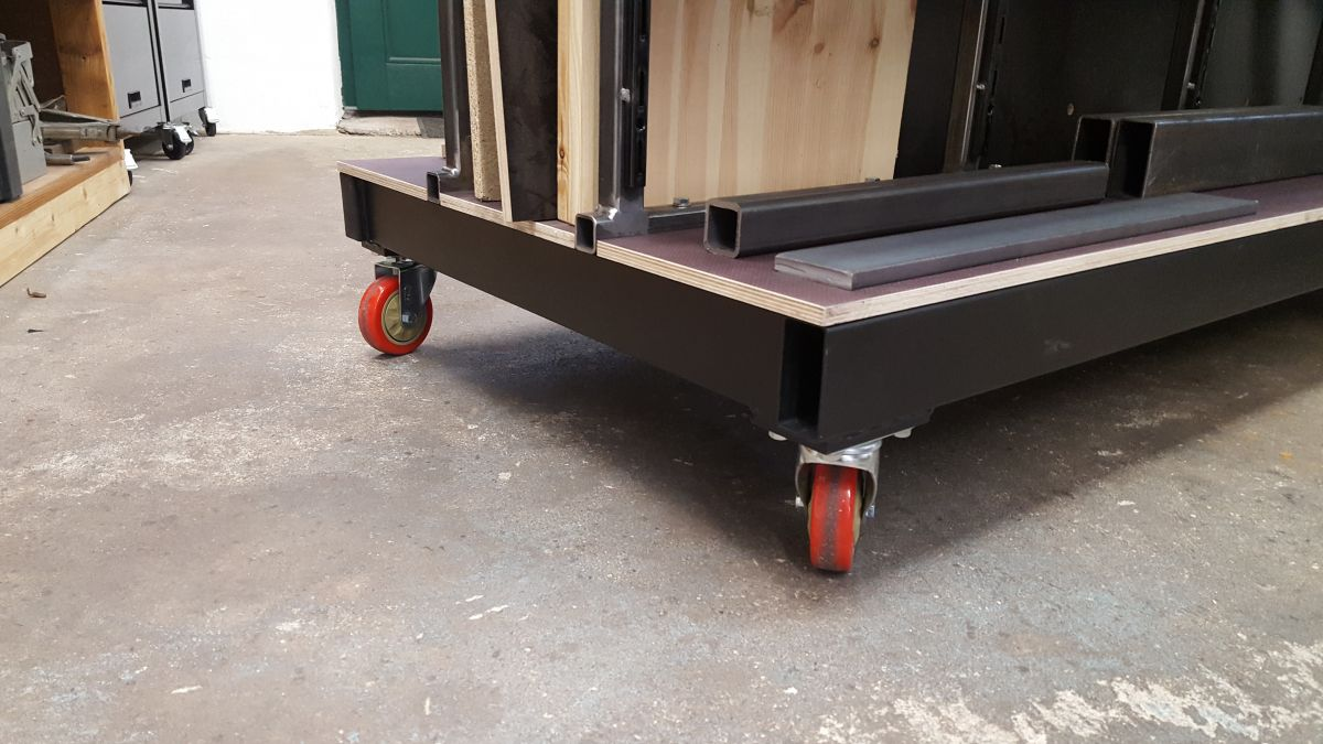 mobiles-materiallager-fuer-holz-metall-werkstatt-lenkrollen-materiallager-ed88264b.jpeg