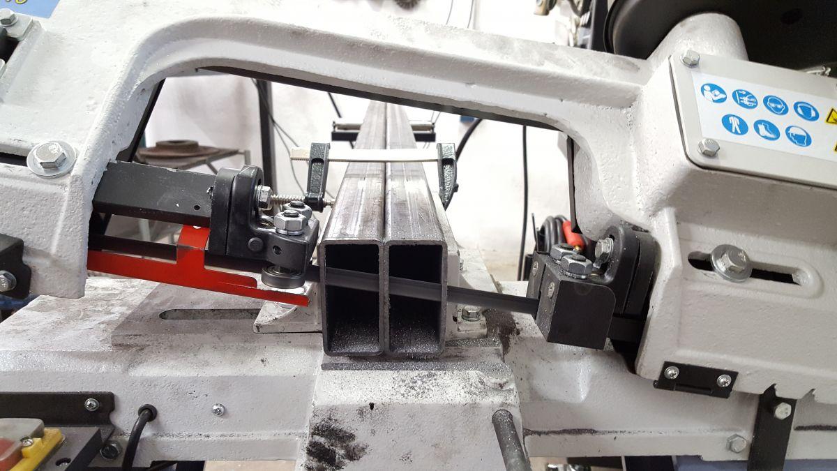 mobiles-materiallager-fuer-holz-metall-werkstatt-rechteckrohre-saegen-c0950eab.jpeg