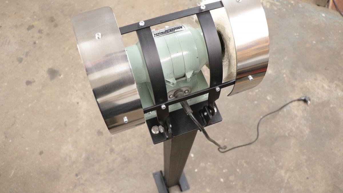 polierstation-mit-sockel-und-spritzschutz-aus-edelstahl-poliermaschine-sockel-96f8a325.jpeg