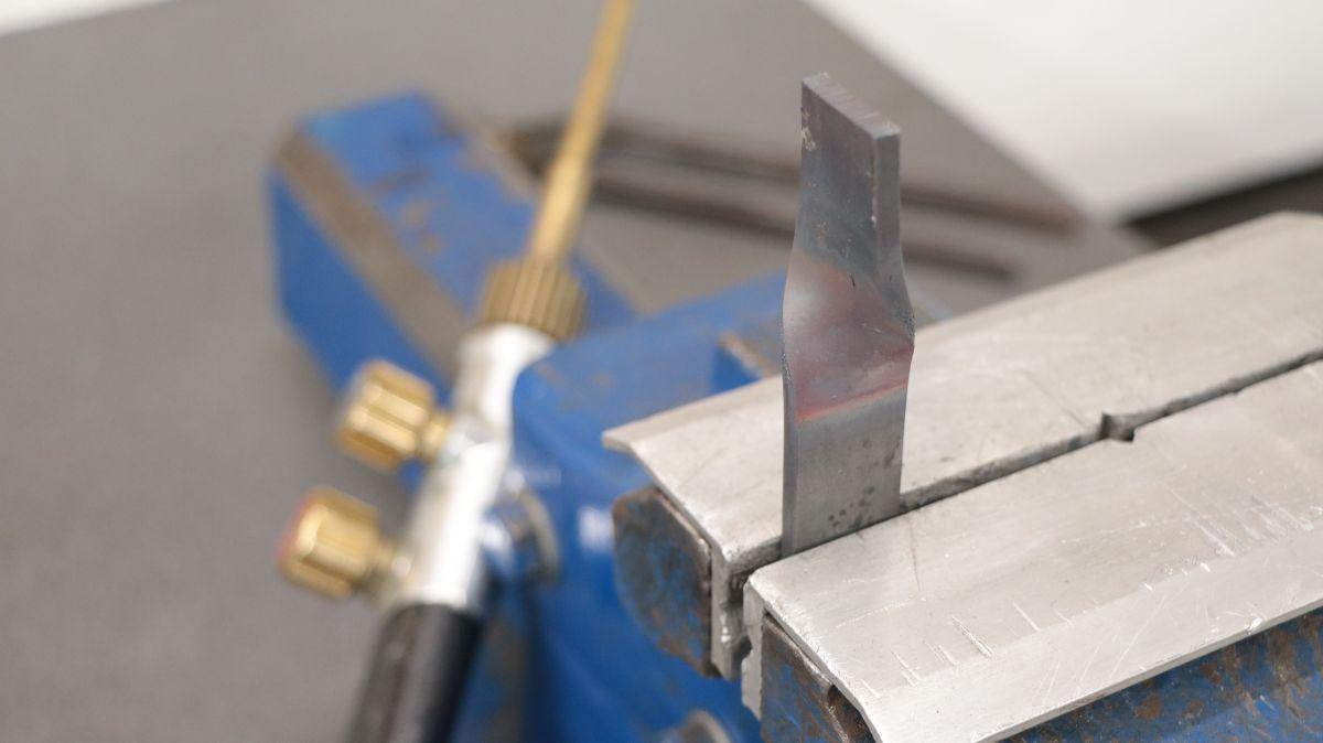 polierstation-mit-sockel-und-spritzschutz-aus-edelstahl-stahl-warmumformen-gasbrenner-493e57e0.jpeg