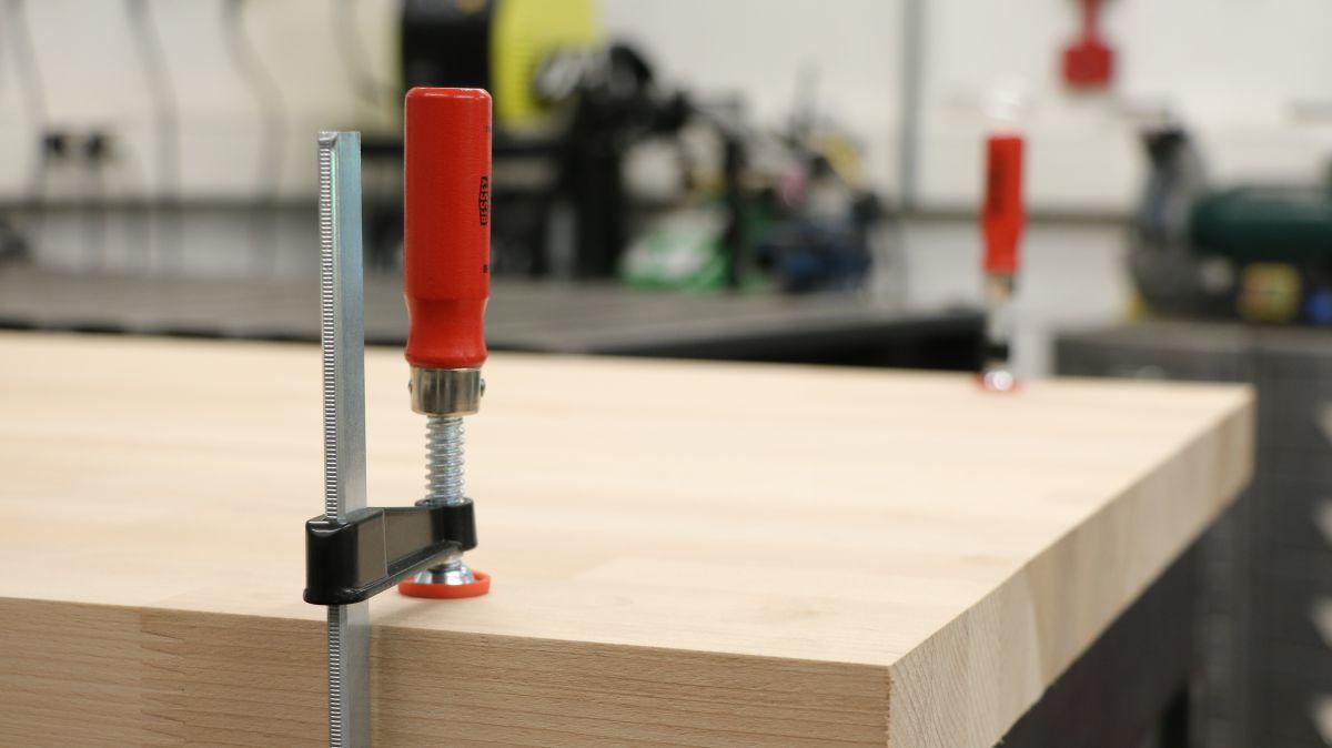 werkbank-eigenbau-mit-werkstattwagen-unterbau-arbeitsplatte-richten-915187cc.jpeg